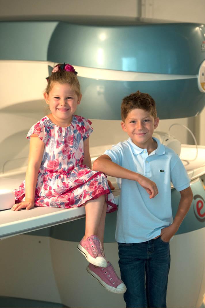 Das offene Gerät bringt eine echte Qualitätsverbesserung. Die offene Liegefläche macht Untersuchungen auch für kleine Patienten zum Kinderspiel.